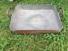 Oude koperen braadslede medium