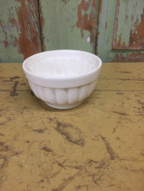 Antiek aardewerk rond bakje