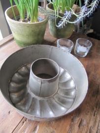 Brocante oude geschulpte bakvorm