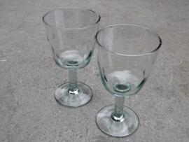 Wijn glas met bolletjes motief