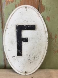 Oud letterplaatje F