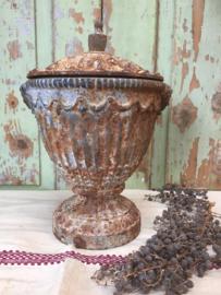 Oude Franse tuinvaas met deksel