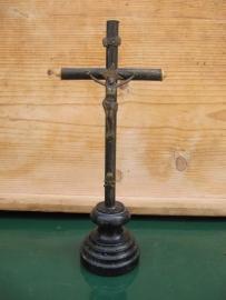 Frans leuk oud staand mooi bewerkt houten antiek kruisbeeldje