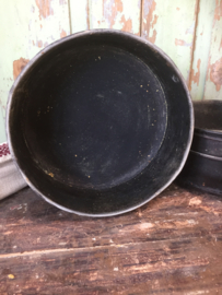 Antieke zwarte hoge bakvorm
