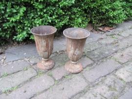 Oude Franse gietijzeren vazen set van 2 stuks