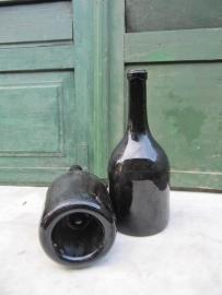 Antieke bruine wijnfles