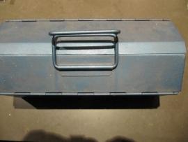 Brocante metalen gereedschapskistje