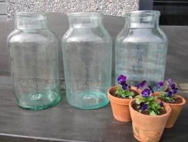 Oude grote pot of bokaal van glas inhoud 12 liter.