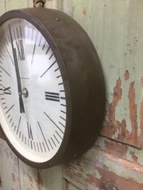 Vintage klok met bruine omlijsting