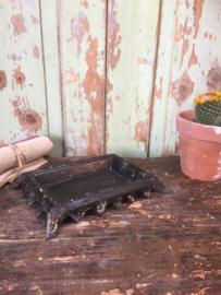Antiek gietijzeren vide-poche