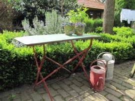 Heel oud Frans volledig metalen tafeltje