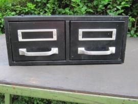 Oud metalen archiefkastje met 2 laden ***