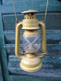 Oude olielantaarn mosterdgeel