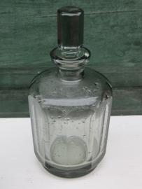 Brocante glazen stolpfles met 10 facetten