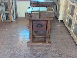 Oude kleine werkbank