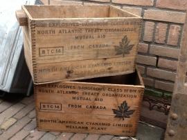 Brocante houten explosievenkistje