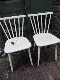 Leuke oude geverfde houten stoel