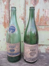 Franse set van 2 oude Vichy water flessen