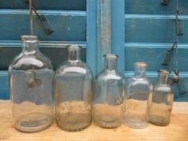 Set van 5 hele oude blank glazen ronde flesjes