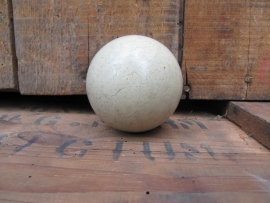 Oude witte biljartbal