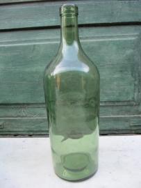 Mooie groene oude fles SZOVETKEZETI ARU staat erop