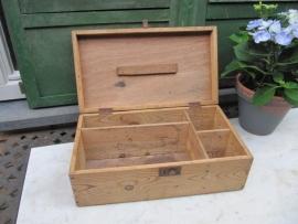 Mooie Franse houten kist met leuke sluiting