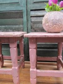 Brocant houten roze krukje