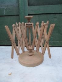 Oude houten garenwinder