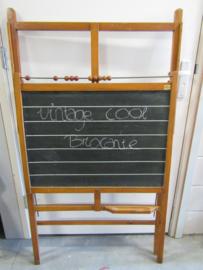 Oud staand schoolbord