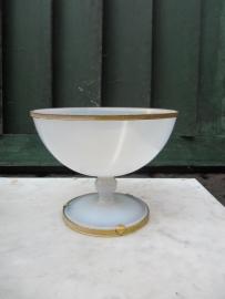 Brocante opaal glazen witte schaal op voet
