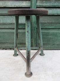 Industriële metalen kruk met houten zitting