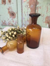 Oud flesje met stolp