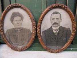 Brocante ovale lijsten met glas en oude portret-tekening set van 2