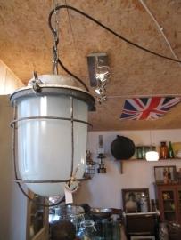 Oude industriële kooilamp met groot glas