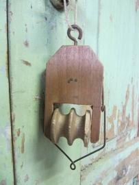 Oude houten katrol