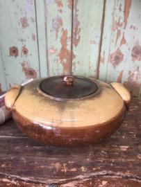 Antieke aardewerk stoofpot met deksel