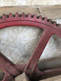 Oud metalen tandwiel
