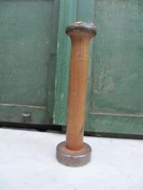 Smalle oude Franse houten garenspoel met metaal