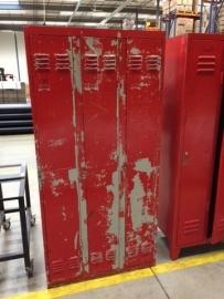 Oude lockerkast 3 deurs Rood
