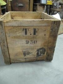 Grote zware houten kist
