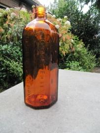 Bruine 8-hoekige fles.