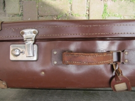 Brocante bruine koffer met lederen handvat