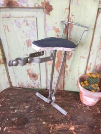 Oud kinderbijzitje voor op de fiets