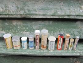 Set van 11 oude medicijnkokertjes