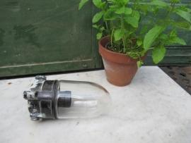 Buiten- of stallamp met een bakelite voet