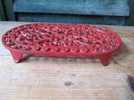 Frans brocante gietijzeren treefje/onderzetter rood