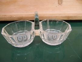 Antiek glazen peper en zoutbakje