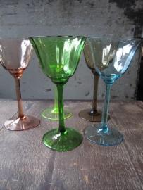 Brocante gekleurde (wijn)glazen