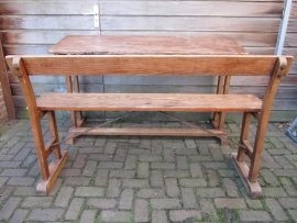 Antieke ( school ) tafel en bank