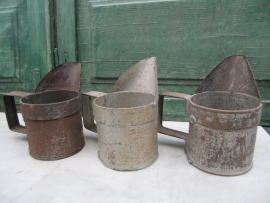 Brocante oude metalen zinken kannetje